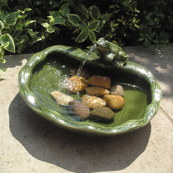 Solar Powered Ceramic Frog Fountain