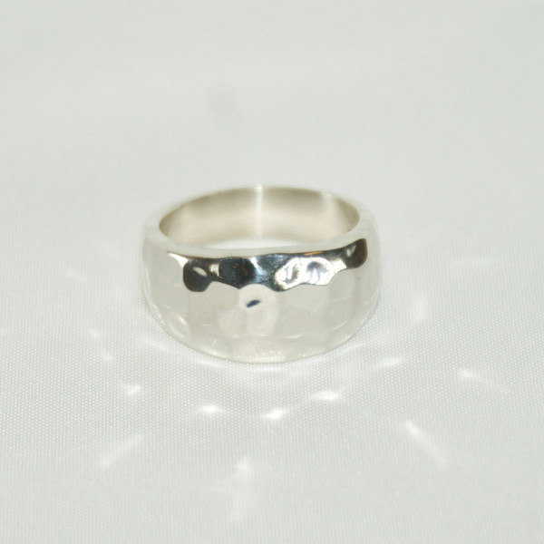 Persona Hammered Silver Ring - Size: M 1/2